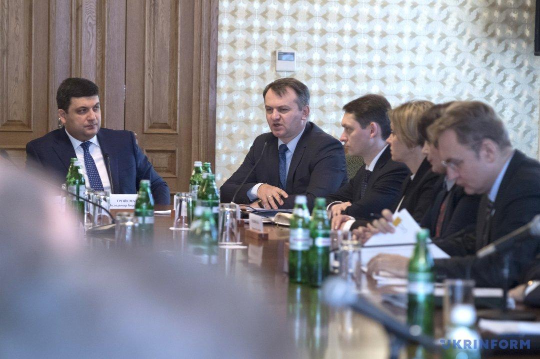 Володимир Гройсман, Олег Синютка (зліва направо)