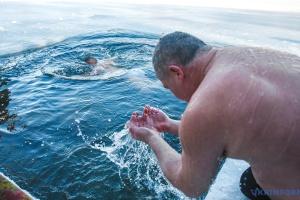 Крещение: у рек и озер будут дежурить почти 2 тысячи спасателей