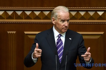 Biden dice que sugirió a Yanukovych la idea de huir de Ucrania