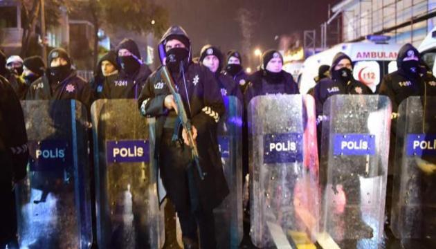 В Стамбуле произошло вооруженное нападение на полицейский автомобиль