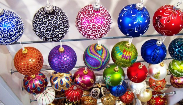 christmas tree in new york city to be decorated with ukrainian toys
