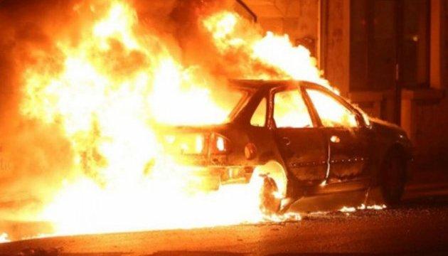 Вночі у Києві згоріли три автівки