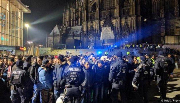 Біженці домовлялися в чатах про зустрічі в Кельні