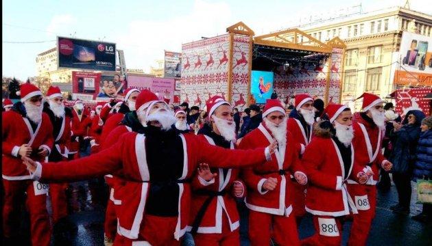 У Дніпрі Діди Морози пробігли святковий марафон