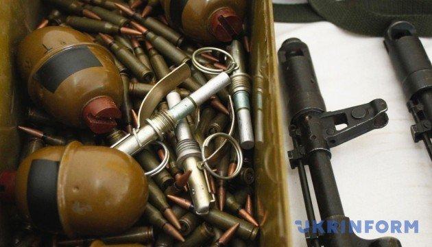 Le Service de sécurité a découvert deux grandes caches d'armes dans le Donbass