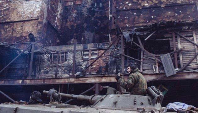 Donbass: les rebelles tirent aux lance-grenades, aux mortiers et aux véhicules de combat d'infanterie