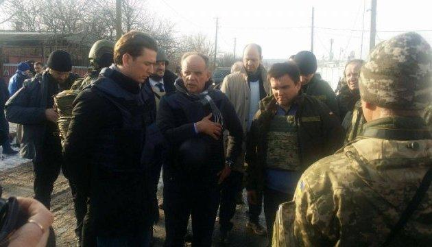 Курц побачив на Донбасі руйнівні наслідки російської агресії - МЗС