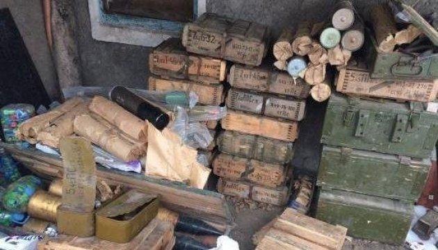 СБУ на Донбассе обнаружила схрон: 300 снарядов, 43 мины и 68 тысяч патронов