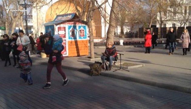 У Севастополі вуличний музикант виконав пісню Вакарчука