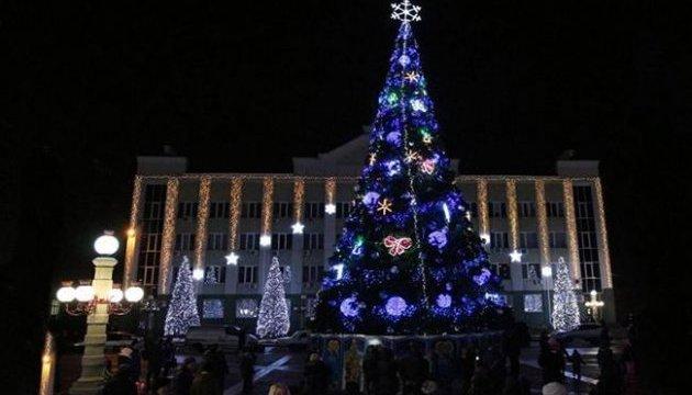 Самую дорогую елку Украины установили в Ирпене