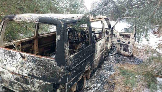 Скрываясь от пограничников, контрабандисты сожгли микроавтобус с сигаретами