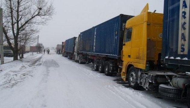 Різдвяна негода: влада Києва готова закрити столицю для фур
