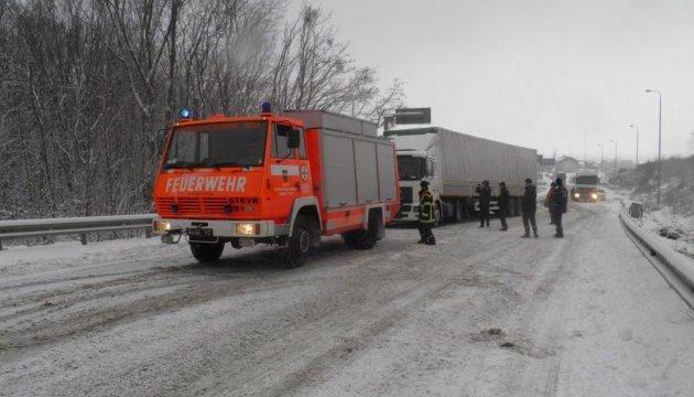 Спасатели заявляют об отсутствии заторов на дорогах из-за непогоды