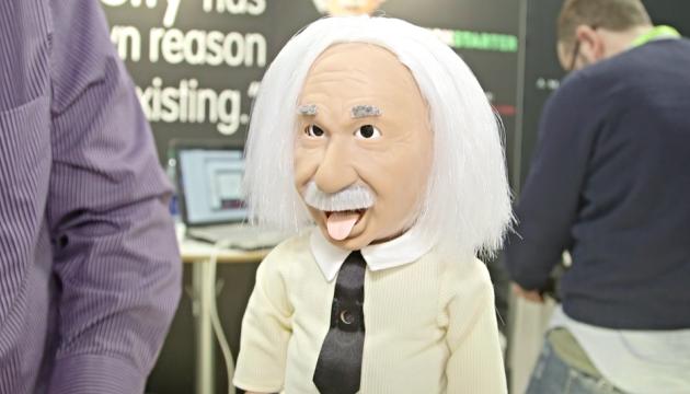 Hanson Robotics показала електронного Ейнштейна, який жартує і навчає фізики