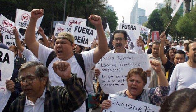 Шестеро погибших и полторы тысячи арестов: в Мексике подорожал бензин