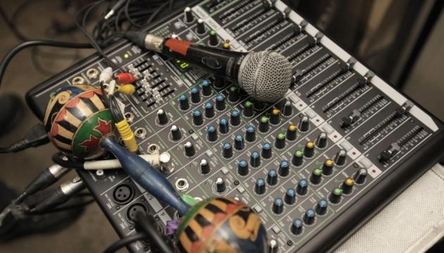 Рік мовних квот: Нацрада оштрафувала радіостанції на понад мільйон гривень