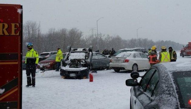 Під Торонто зіштовхнулися більше 100 авто