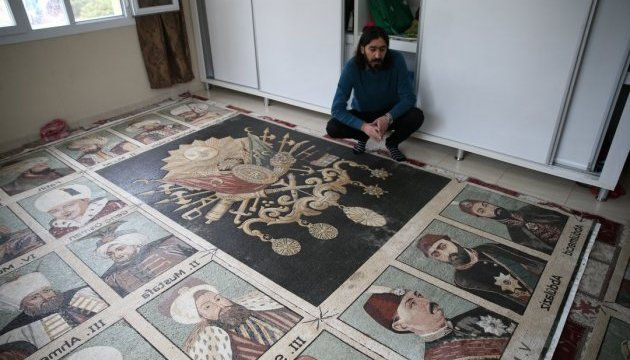 Сирієць створив мозаїчні портрети османських султанів із 1,5 мільйона камінців