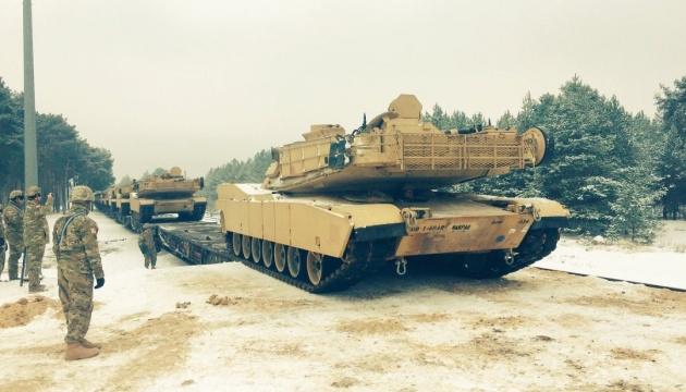 В Польшу прибыли первые танки из США