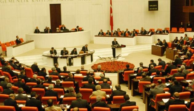 Парламент Туреччини схвалив у першому читанні зміни до конституції