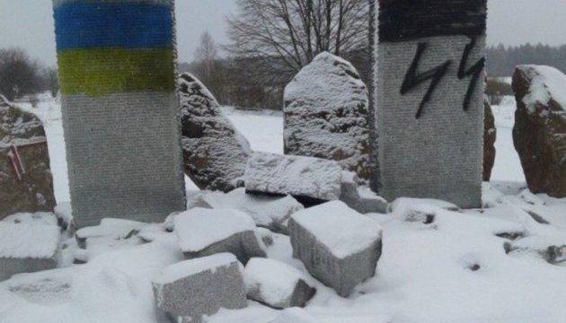За фактом руйнування меморіалу полякам на Львівщині відкрили провадження