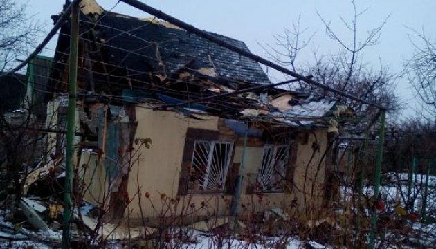 Снаряд боевиков полностью разрушил дом в Авдеевке