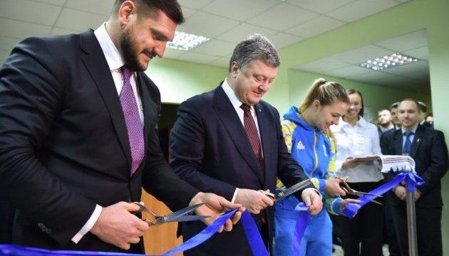 Порошенко открыл в Николаеве фехтовальный зал - лучший в стране