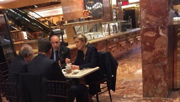 Марин Ле Пен заметили за кофе в