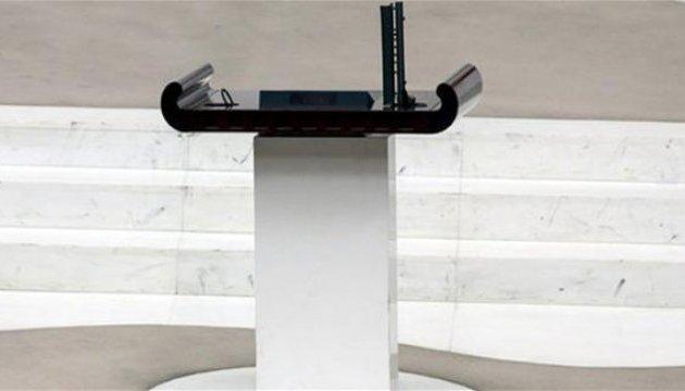 После драки турецких депутатов из парламента исчез микрофон за €15 тысяч