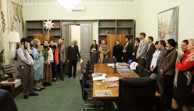 Волонтерський Різдвяний вертеп вирушив із Києва у подорож лінією фронту