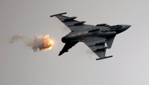 В Таиланде во время детского авиашоу взорвался боевой истребитель