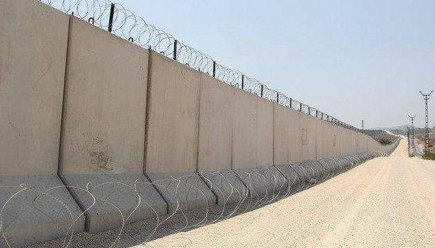Турция отгородилась 330-километровой стеной от Сирии и Ирака