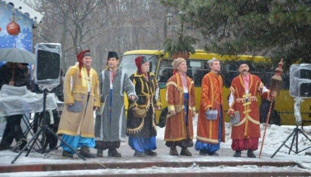 Казаки устроили спектакль под главной елкой Запорожья