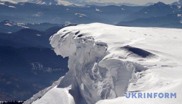 Нашли сноубордиста, который заблудился в Карпатах
