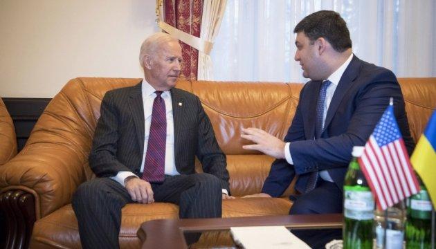 Hroїsman remercie le vice-président américain Biden pour la foi en Ukraine