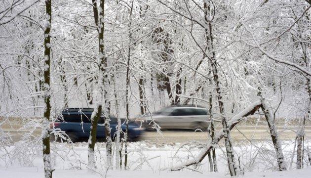 Украинцев предупреждают о сильных морозах, снегопадах и гололеде