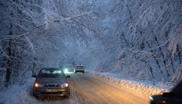 На Запоріжжі через негоду перекрили рух на 5 дорогах – випало 20 сантиметрів снігу