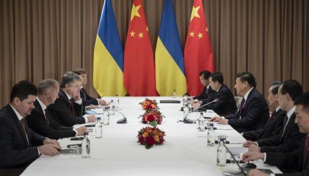 Порошенко і Сі Цзіньпін у Давосі домовилися про міжурядову комісію