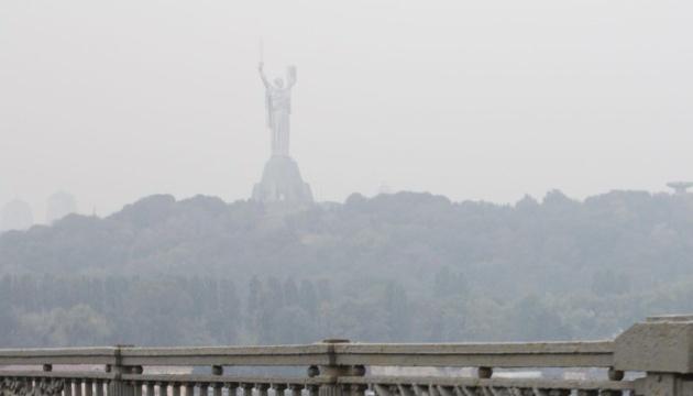 """Над Україною в повітрі """"зашкалює"""" чадний газ"""