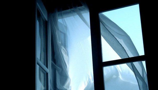 У Сумах юнак викинувся з вікна через невдалі результати іспитів