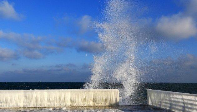 В Одесі замерзла гавань, на пляжах - крижаний шторм