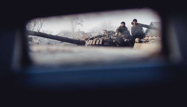 Боевики из минометов обстреляли Трехизбенку: повреждена школа