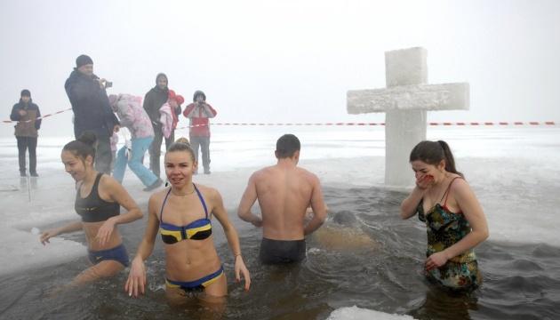 Де в Києві можна пірнути в ополонку на Водохреще