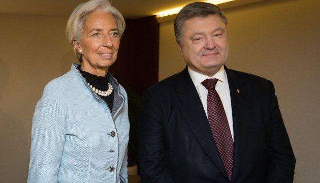 Порошенко і Лагард проводять переговори у Давосі