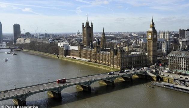 Вибух у Лондоні: поліція заарештувала підозрюваних у підпалі будинку