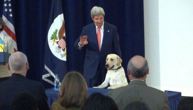 Останній брифінг у Держдепі: Керрі прийшов із собакою, Кірбі ледь не розплакався