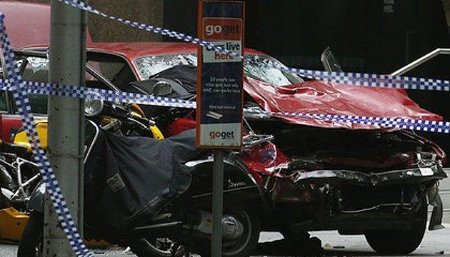 В Мельбурне машина въехала в толпу, есть погибшие