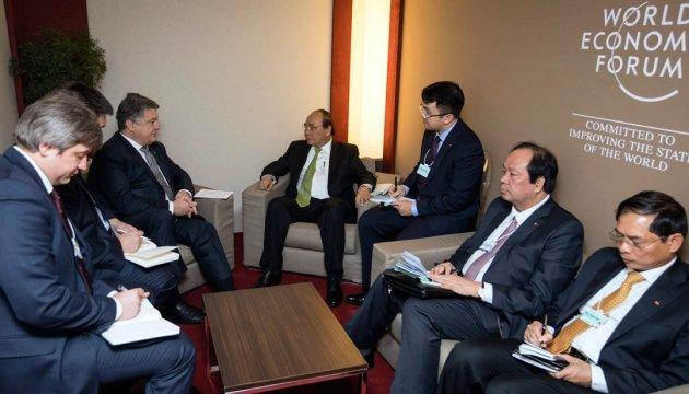 Порошенко обговорив з прем'єром В'єтнаму проведення двостороннього саміту