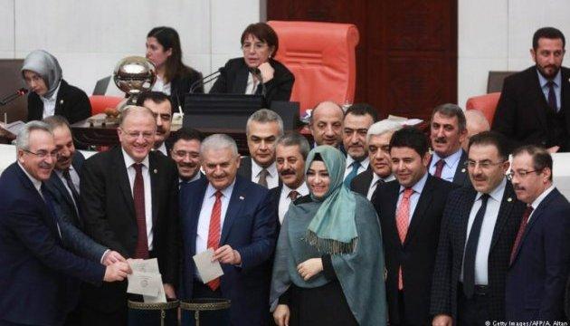 Турецький парламент схвалив перехід до президентської республіки