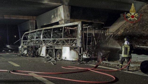 В Італії влетів у стовп автобус зі школярами, 16 загиблих